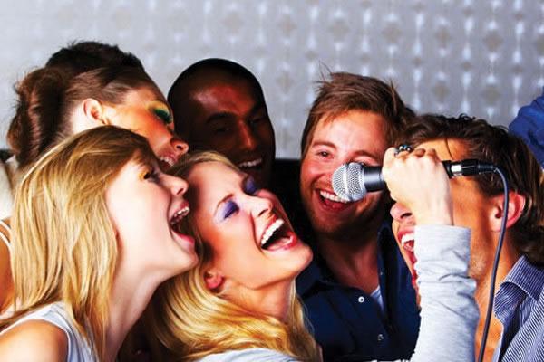 Veja aqui se a aula de canto realmente é para todos!