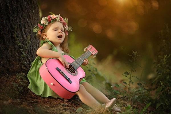 Você que tem dúvidas se criança pode ou não fazer aula de canto veja esse post!